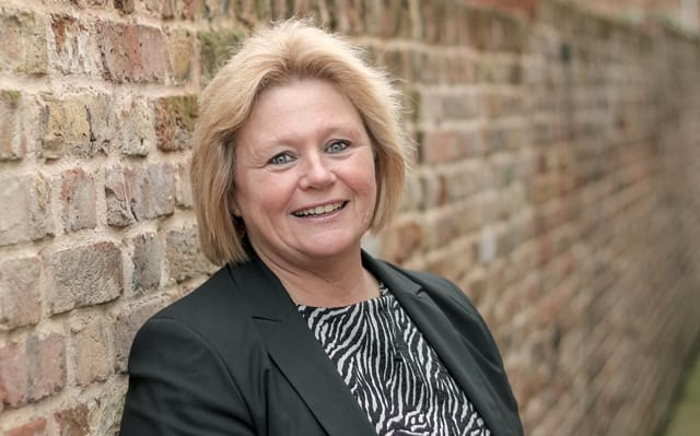 Lynda Brooks, Senior Sales Negotiator